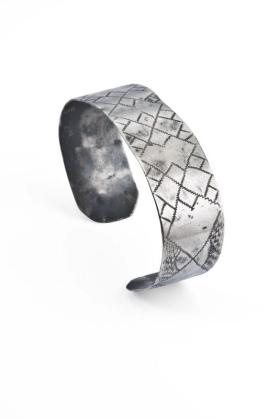 Bracelet (Crosshatch Diamond Pattern)